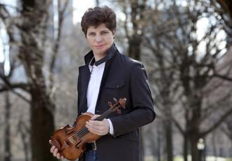 Hailed as one of the world's finest violinists, the Grammy Award-winning Augustin Hadelich makes his New Zealand Symphony Orchestra debut next month.